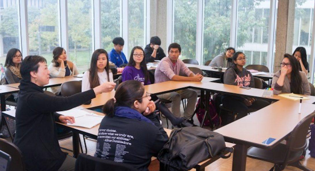 Professor Karen Su teaching students